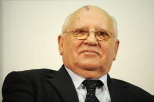 M. Gorbačiovas įspėjo apie naujų ginklavimosi varžybų ir Šaltojo karo pavojų