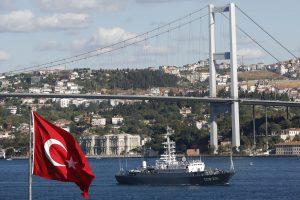 Rusija ragina tautiečius vengti kelionių į Turkiją, o ten esančius grįžti namo