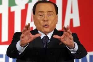 """S. Berlusconi parduoda """"AC Milan"""" kinams"""