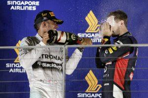 """""""Formulės 1"""" 14-ąjį etapą Singapūre laimėjo sezono lyderis"""