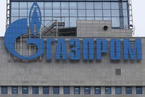 """Lietuva toliau bylinėsis su """"Gazprom"""" dėl permokos už dujas"""