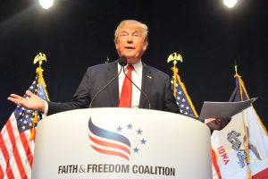 Apklausa po debatų: D. Trumpo populiarumas kiek smuktelėjo
