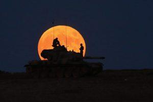 Ekstremaliais įvykiais siūloma laikyti karines grėsmes, riaušes, ligas