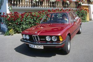 """""""BMW 3"""" serija švenčia 40-metį: kaip atrodė pirmasis modelis"""