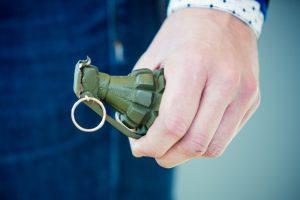 Namą nusipirkęs vyras jo palėpėje rado granatą, šovinių