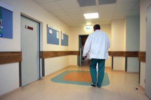 SAM apie ligoninių pertvarką: personalas turi būti perskirstomas, o ne atleidžiamas