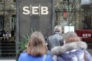 """SEB bankas pirmauja pagal turtą ir paskolas, """"Swedbank"""" – pagal indėlius"""