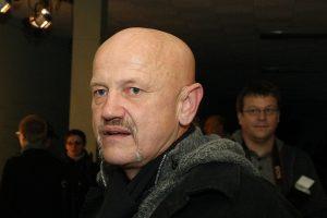 Už nužudymą kalintis režisierius iš kalėjimo reikalauja atlyginti žalą
