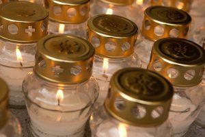 Vėlinių žvakių prekeiviai: pardavimo sezonas prasideda vasaros pabaigoje