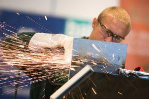 Metalo gaminių įmonėje – vokeliai ir 7 nelegalūs darbuotojai