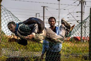 Didžioji Britanija aktyviau kišis į migrantų krizę