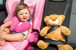 Daugiau nei pusė vairuojančių tėvų vaikus automobilyje veža ne saugos kėdutėje