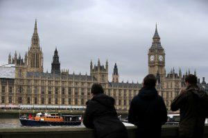 Už naktį ant britų parlamento stogo – areštas