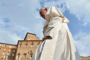 Popiežius atsiprašė dėl pastarųjų skandalų Romoje ir Vatikane
