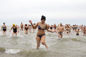 Į Baltiją panėrė maždaug šimtas sveikuolių