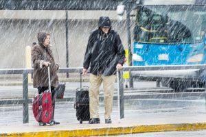 Žiemiški orai Amerikoje per Padėkos dieną sukėlė eismo chaosą