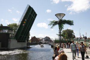 Užstrigęs Pilies tiltas paralyžiavo Klaipėdos senamiestį