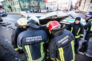 Avarija Karaliaus Mindaugo prospekte: ligoninėje atsidūrė trys žmonės