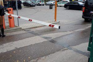 Nelaimė Marijampolėje: po automobilių susidūrimo partrenktas perėja ėjęs vyras