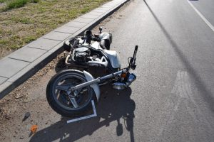 Avarijos metu nukentėjo nepilnametis motociklo vairuotojas