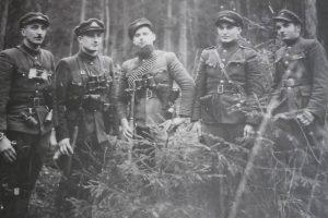 Griūvančių partizanų bunkerių likimas mažai kam rūpi?