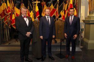 S. Skvernelis Belgijos muziejui dovanojo tarpukario Lietuvos karinių uniformų