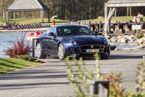 """""""Jaguar"""" ratų jėga išbandyta žirgyne"""