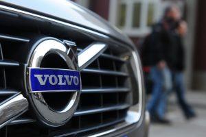 """Panevėžyje ilgapirščių taikiniu tapo """"Volvo"""" automobiliai"""