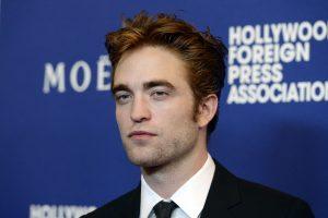 """""""Saulėlydžio"""" žvaigždė R. Pattinsonas susitikinėja su kylančia britų dainininke"""