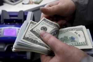 Dešimtys tūkstančių amerikiečių per klaidą sulaukė netikėto pinigų lietaus