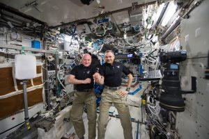 Beveik metus kosmose praleidę astronautai sėkmingai grįžo į Žemę