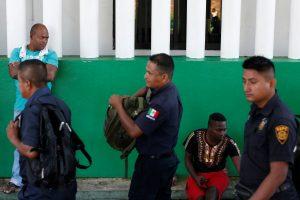 Meksikoje avariją patyrusiame sunkvežimyje rasta 110 dūstančių migrantų