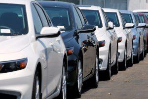 Lietuviai dažniau renkasi naujus automobilius