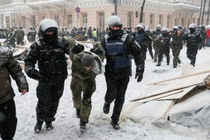 Kijeve – vėl neramu: per policijos reidą sulaikyti 100 protestuotojų