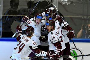 Latvijos ledo ritulininkai po pratęsimo nugalėjo norvegus