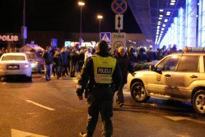 """Į Vilniaus """"Akropolį"""" prieš vidurnaktį gesinti gaisro lėkė ugniagesiai"""