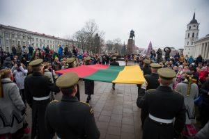 Pirmąją Naujųjų metų dieną Katedros aikštėje – vėliavos pagerbimas