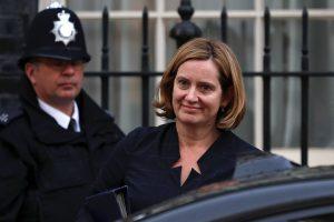 Britų vidaus reikalų sekretorė atsistatydino kilus skandalui dėl imigrantų