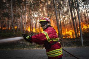 Portugalijoje miško gaisrai privertė evakuoti vandens parką