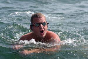 Britų plaukikas atidėjo savo plaukimo per Atlantą pradžią