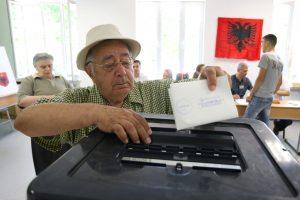 Albanai balsuoja galvodami apie stojimo į ES derybas