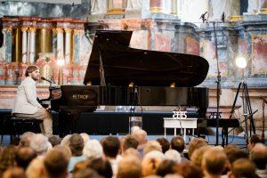 Romantiškame koncerte suskambės fortepijono ir vėjo duetas