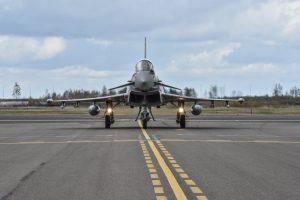 NATO lėktuvai palydėjo du rusų naikintuvus