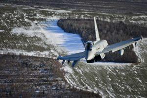 NATO naikintuvai dukart lydėjo Rusijos orlaivius