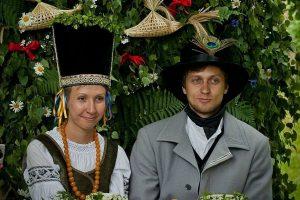 Ieškoma jaunųjų pora, norinti susituokti Neringos folkloro festivalyje