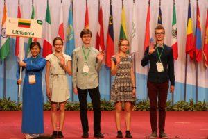 Iš tarptautinės biologijos olimpiados – su sidabro ir bronzos medaliais