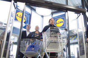 """""""Lidl"""" tikina: tų pačių prekių kainos visoje Lietuvoje yra vienodos"""