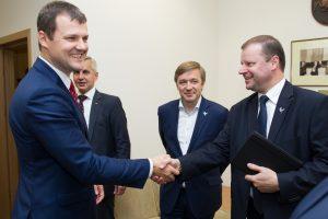 """Socialdemokratų skyriai pasisakys dėl koalicijos su """"valstiečiais"""" ateities"""