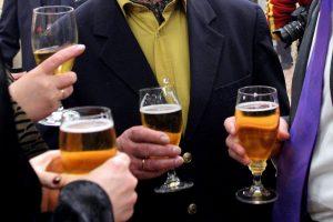 Sukritikavo alkoholio suvartojimo statistiką: Lietuva nėra prasigėrusi