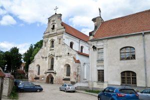 Lenkų vienuoliai iš Pranciškonų vienuolyno Vilniuje iškrausto nuomininkus